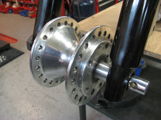 Sportster hub in front wheel on the Triumph speed record ''Le Bolide'' by Machines et Moteurs.