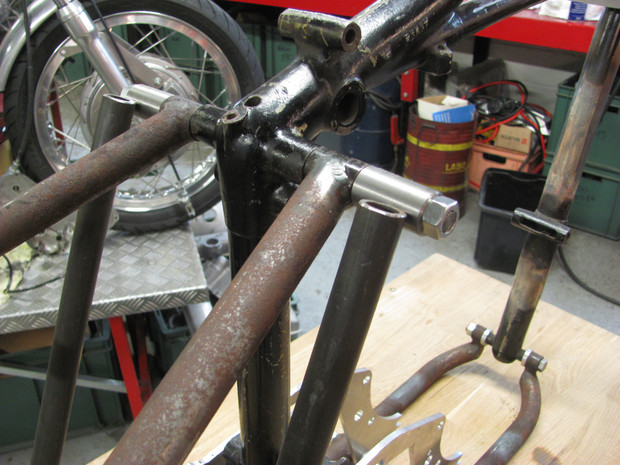 Top end. Frame modified for compressor on Triumph Pré-Unit, by Machines et Moteurs.
