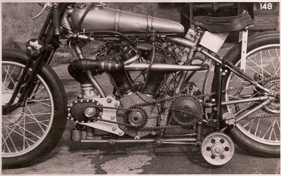 Brough Superior for the seed record presented by Machines et Moteurs.