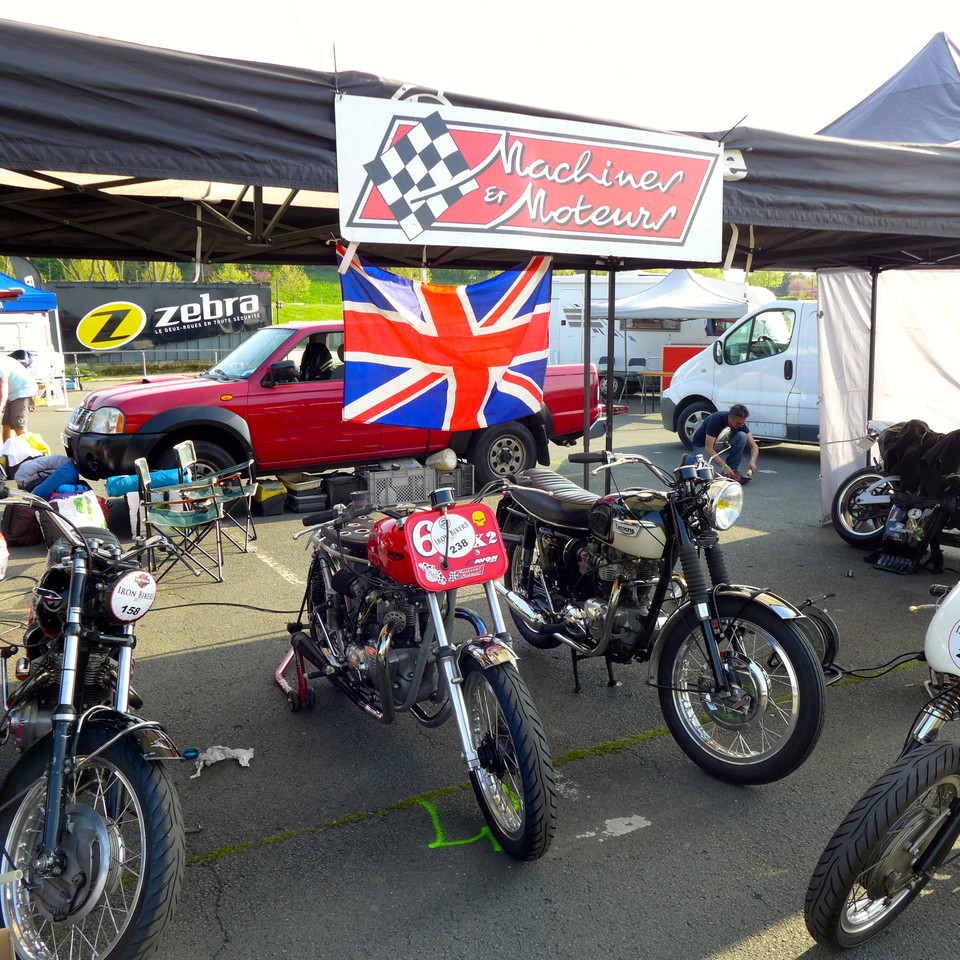 The team Machines et Moteurs on the paddock at Iron bikers 2017.